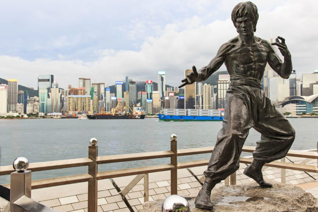 Socha Bruce Lee na Avenue of Stars   outcast85/123RF.com