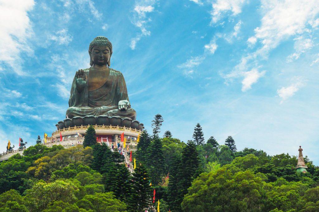 Socha Velkého Buddhy v Po Lin klášteře v Hongkongu   vincentstthomas/123RF.com