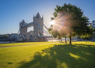 Svítání u Tower Bridge v Londýně | zoltangabor/123RF.com