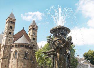 Kašna na náměstí Vrijthof v Maastrichtu | artanika/123RF.com