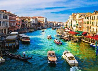Pohled na Grand Canal z mostu Rialto v Benátkách | sailorr/123RF.com