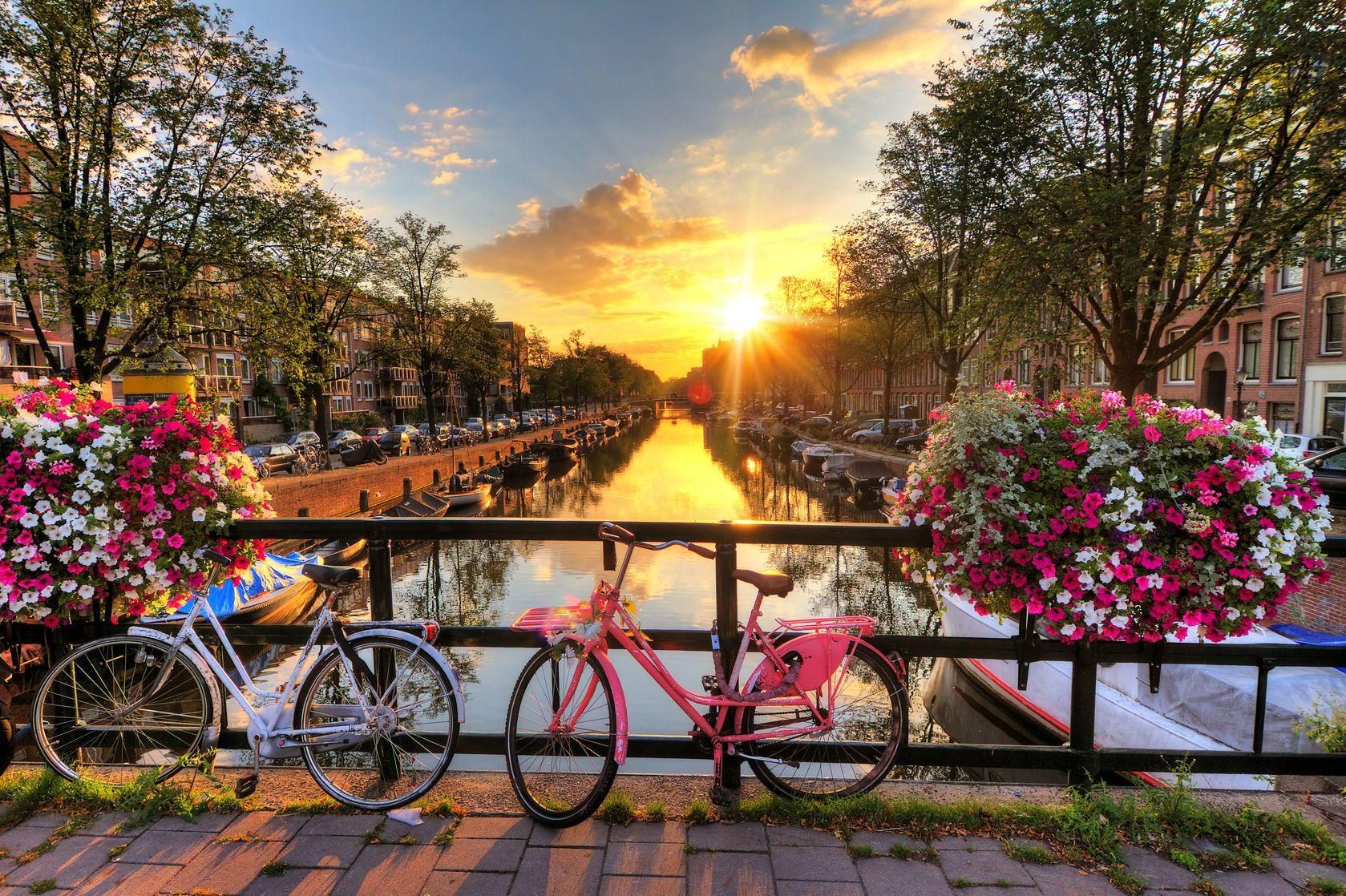 Východ slunce nad Amsterdamem | dennisvdwater/123RF.com