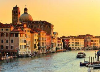 Grand Canal v Benátkách při západu slunce | ventdusud/123RF.com