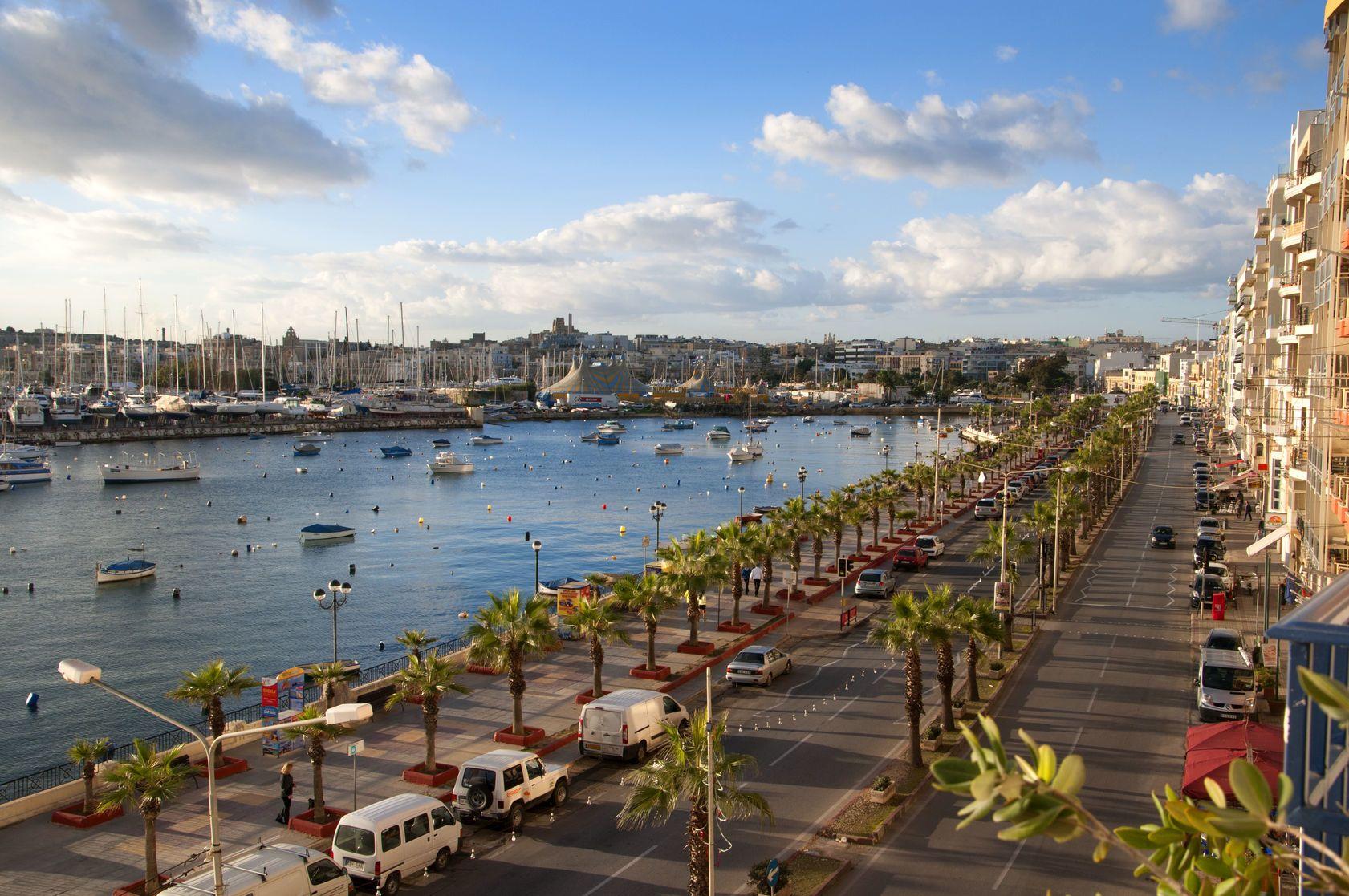 Promenáda na středomořském ostrově Malta | quasargal/123RF.com