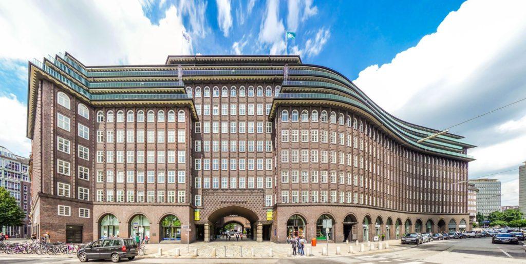 Slavný Chilehaus v Kontorhausviertel | jakobradlgruber/123RF.com