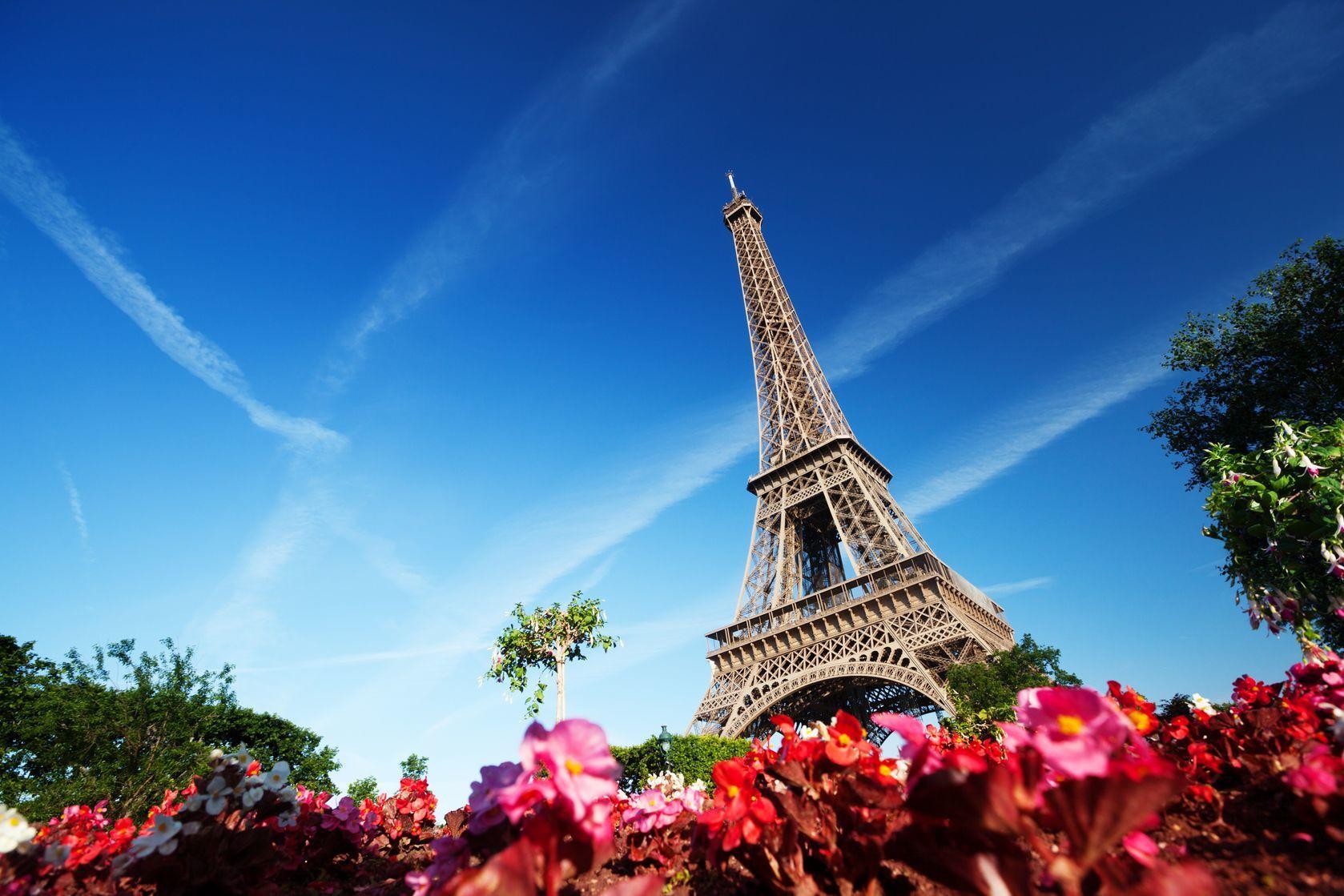 Slunečné ráno a Eiffelova věž | iakov/123RF.com