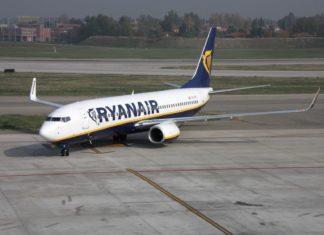 Boeing 737 v Bologni | tupungato/123RF.com