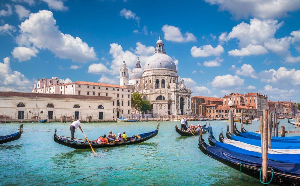 Gondoly v Benátkách | jakobradlgruber/123RF.com