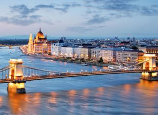 Noční pohled na Budapešť | tomas1111/123RF.com