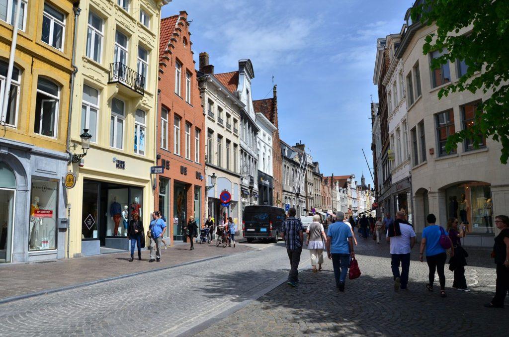 Obchodní ulice Steenstraat v Bruggách | siraanamwong/123RF.com