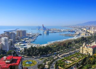 Panorama města Málaga ve Španělsku | nito500/123RF.com