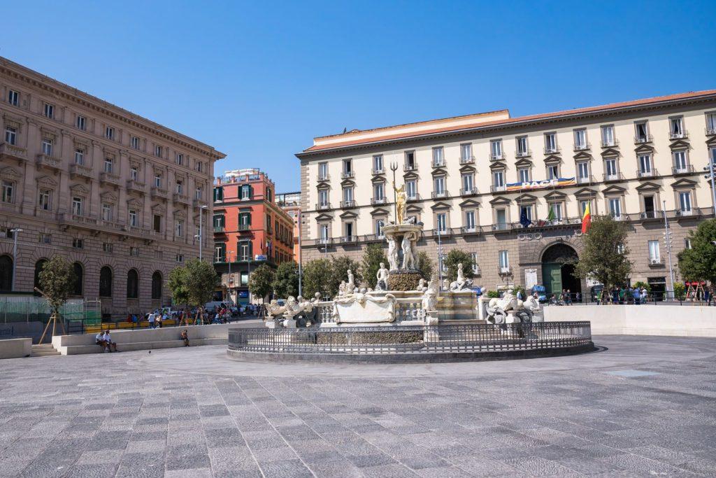 Piazza del Municipio v Neapoli | mkos83/123RF.com
