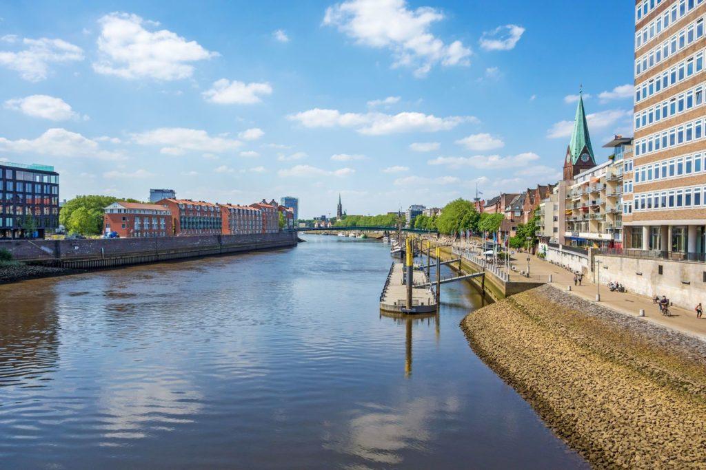 Promenáda podél řeky Weser v Brémách | aldorado10/123RF.com