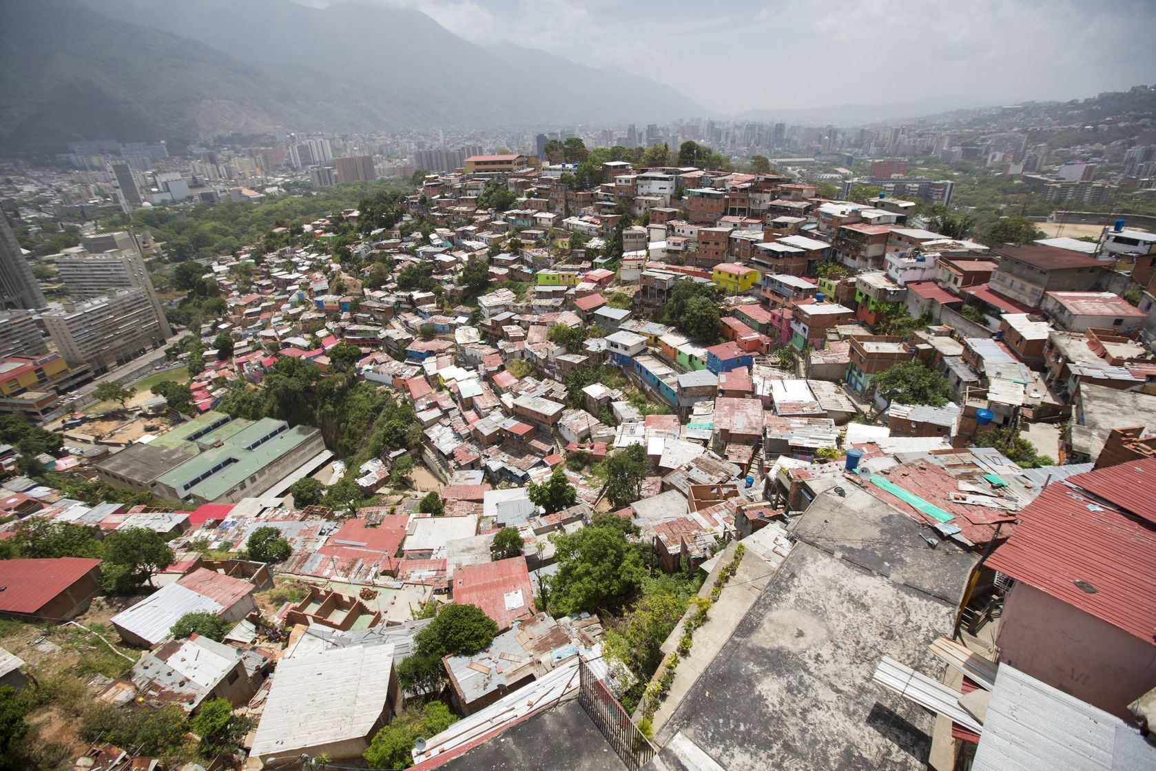 Domky v Caracasu ve Venezuele | piccaya/123RF.com