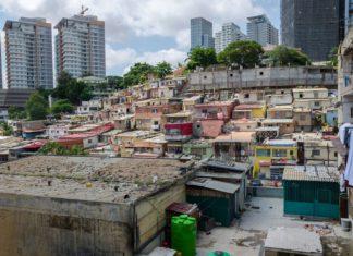 Domy chudšího obyvatelstva v Luandě | wootan51/123RF.com