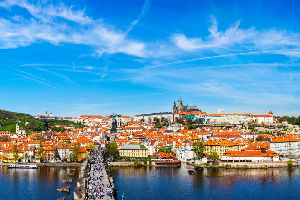Karlův most a Pražský hrad | dimol/123RF.com