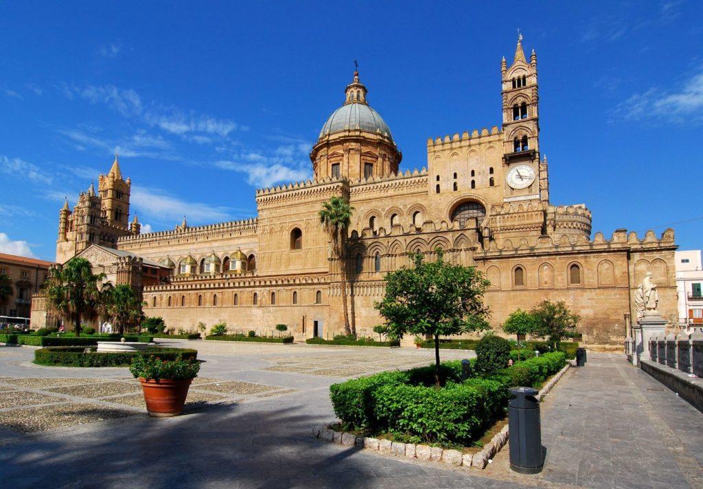 Katedrála Santa Vergine Maria Assunta v Palermu   emicristea/123RF.com