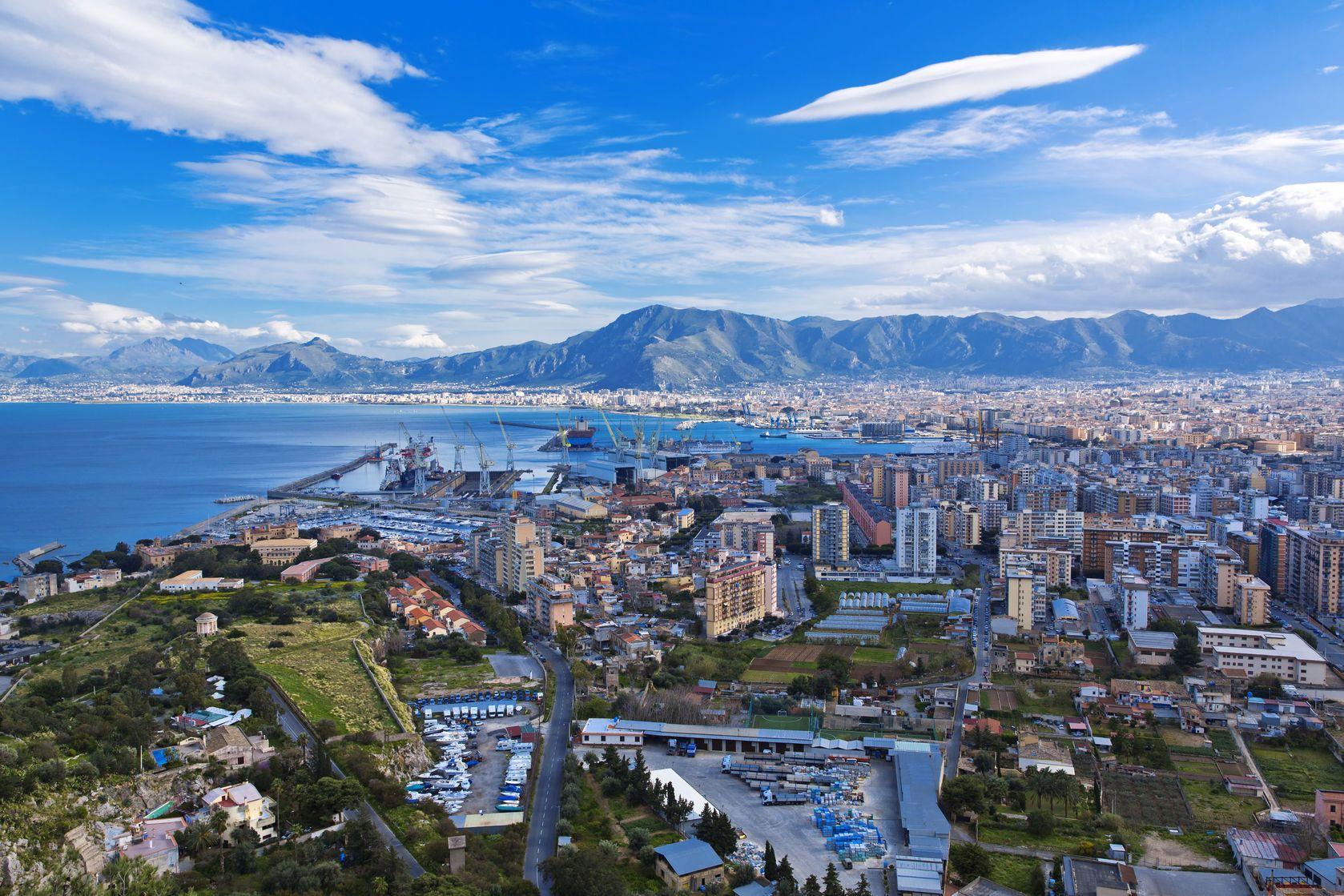 Letecký pohled na Palermo v Itálii   lachris77/123RF.com