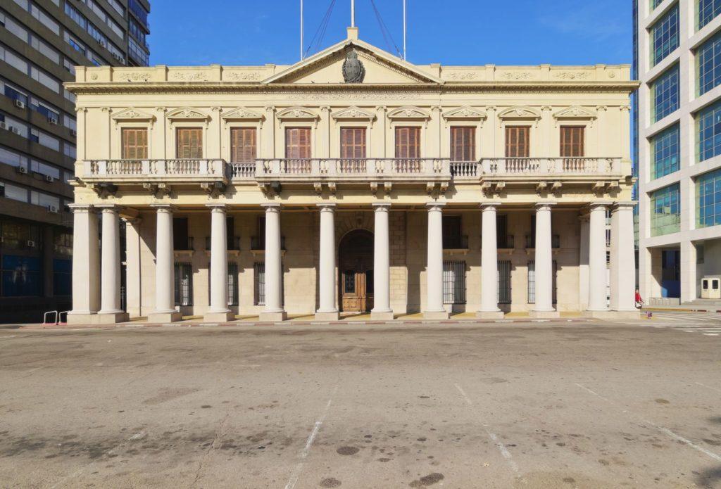 Palacio Estevez na Plaza Independencia v Montevideu | charles03/123RF.com