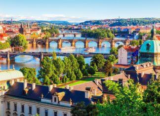Pražské mosty přes Vltavu | scanrail/123RF.com