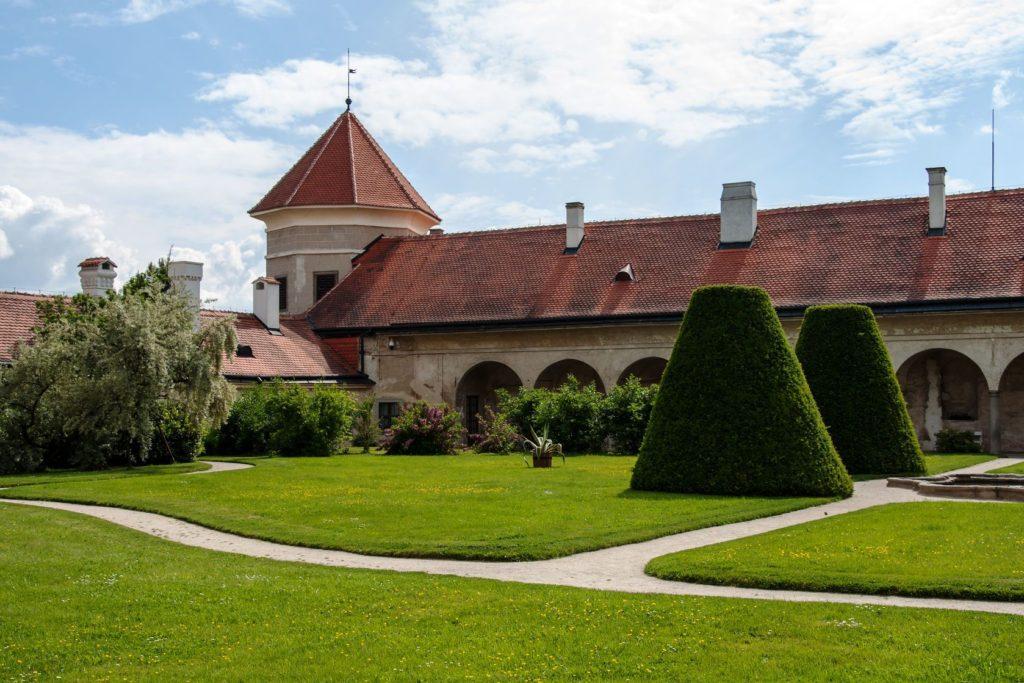 Zámecká zahrada v Telči   miropink/123RF.com