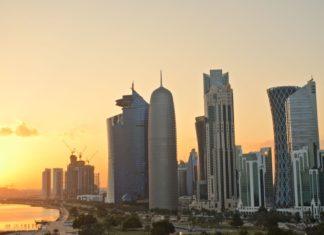 Západ slunce nad obchodním centrem v Dauhá | pljvv/123RF.com