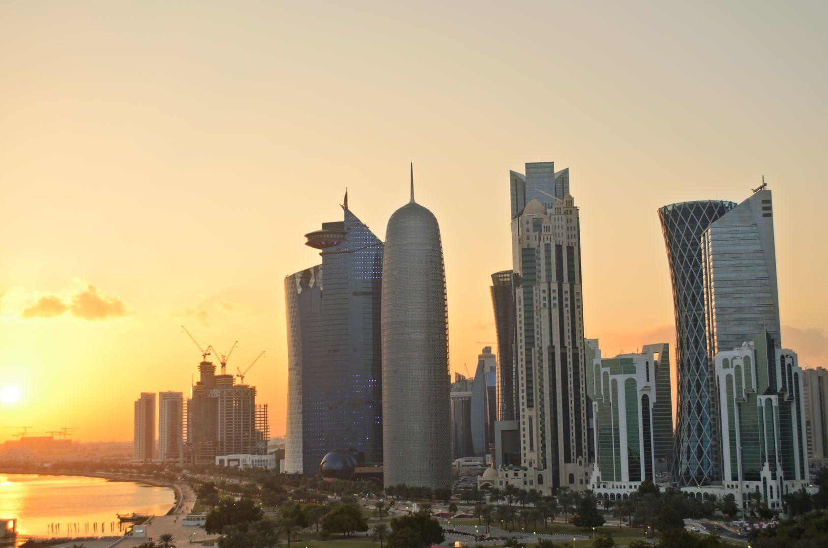 Západ slunce nad obchodním centrem v Dauhá   pljvv/123RF.com