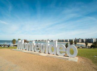 Značka Montevideo u vjezdu do města | hemeroskopion/123RF.com