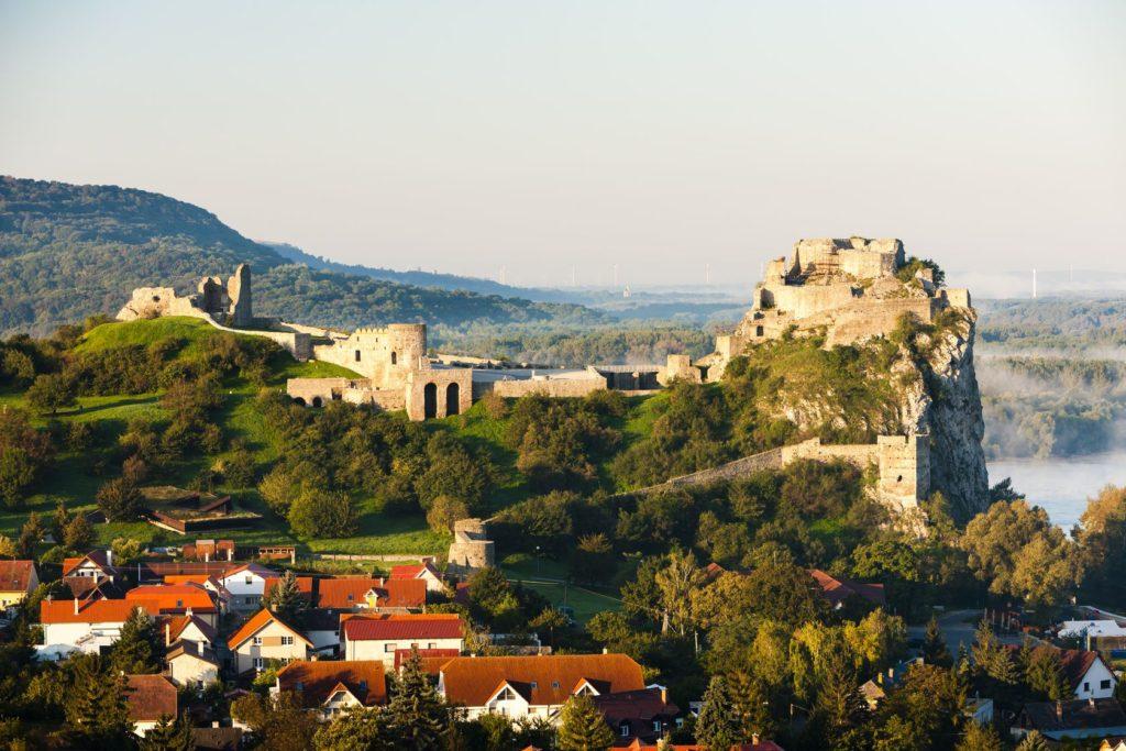 Zřícenina hradu Devín v Bratislavě | phbcz/123RF.com