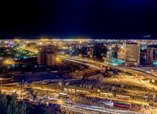 Letecký pohled na město Addis Abeba v noci | derejeb/123RF.com