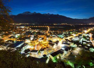 Noční Vaduz v Lichtenštejnsku | anderm/123RF.com