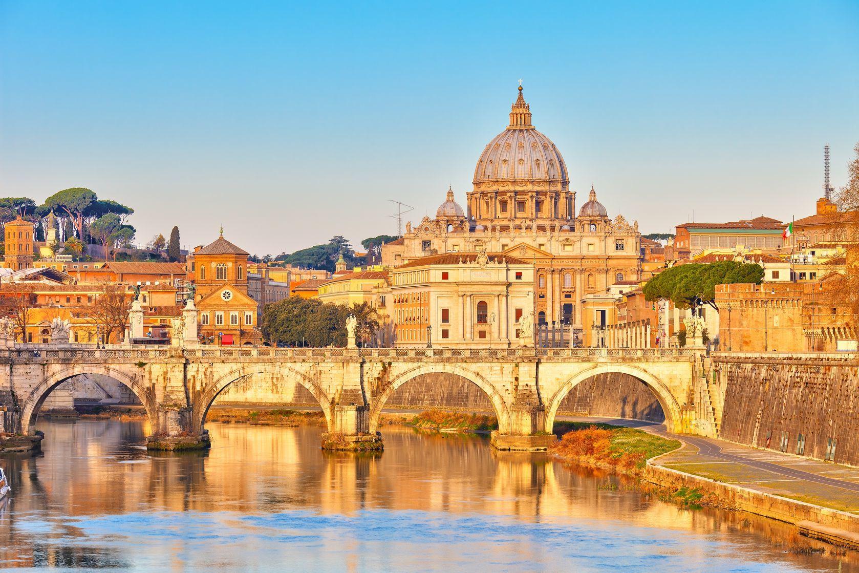 Pohled na architekturu Vatikánu | sborisov/123RF.com