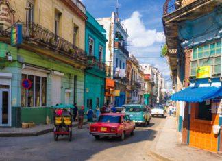 Ruch ulice v Havaně na Kubě | kmiragaya/123RF.com