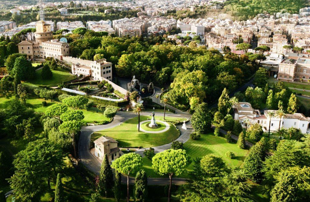 Vatikánské zahrady ve Vatikánu | iakov/123RF.com