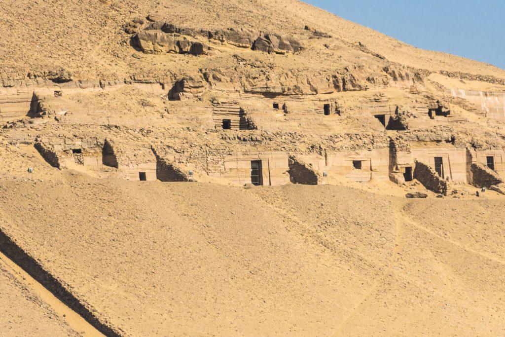 Hrobky šlechticů v Asuánu | albertloyo/123RF.com
