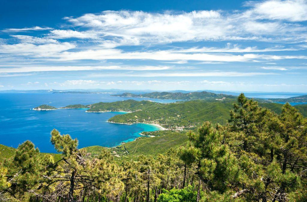 Krajina toskánského ostrova Elba   masterlu/123RF.com