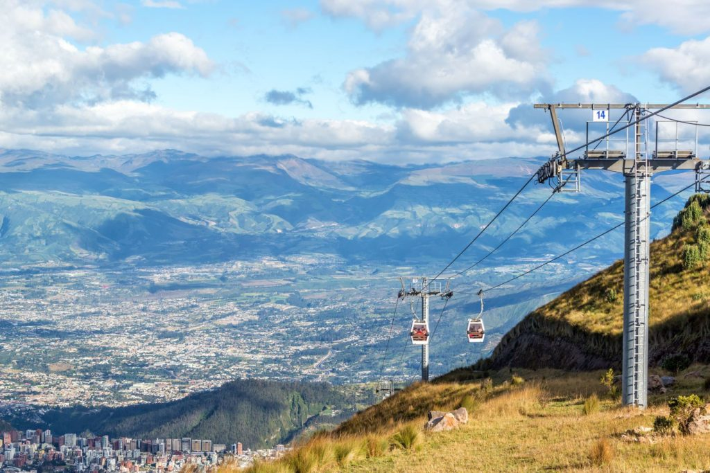 Lanovka TeleferiQo nad městem Quito v Ekvádoru | jkraft5/123RF.com