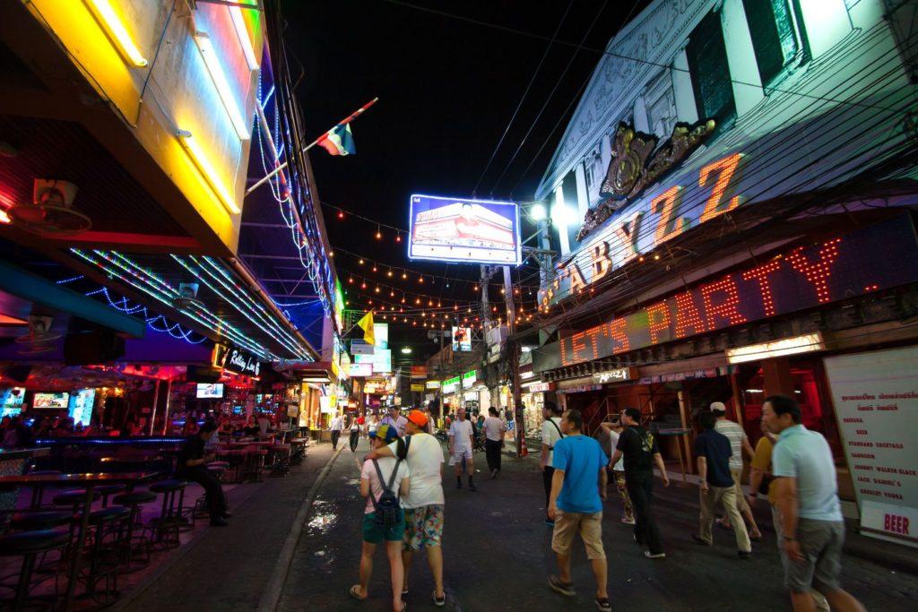 Noc ve Walking Street v Pattayi v Thajsku | pkproect/123RF.com