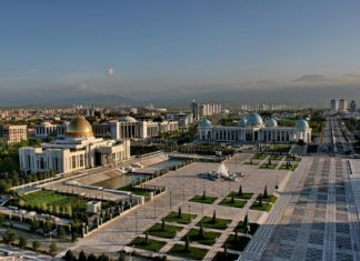 Panorama Ašchabadu v Turkmenistánu   velirina/123RF.com