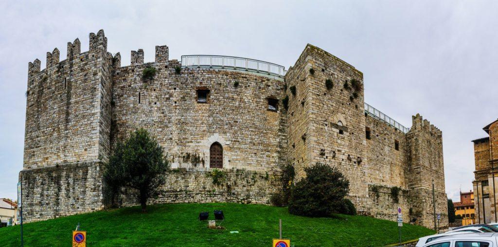 Pevnost Castello dell´Imperatore v toskánském městě Prato   zigf/123RF.com