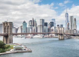 Pohled na Brooklynský most a Manhattan | oneinchpunch/123RF.com