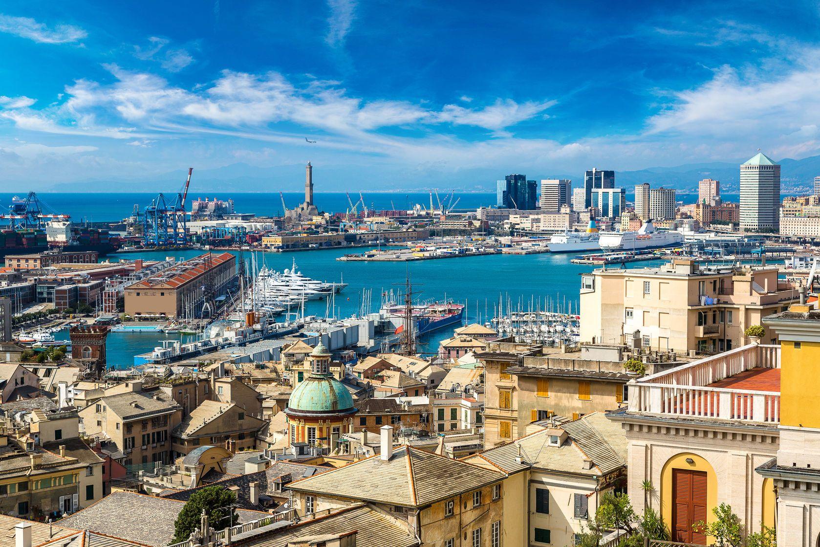 Pohled na město Janov v Itálii | bloodua/123RF.com