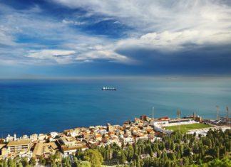 Alžírské pobřeží u hlavního města Alžír | muha/123RF.com