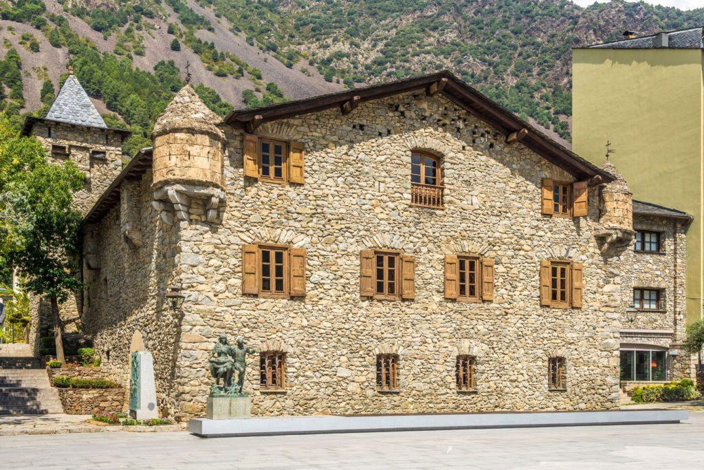 Budova Casa de la Vall v Andoře | milosk/123RF.com