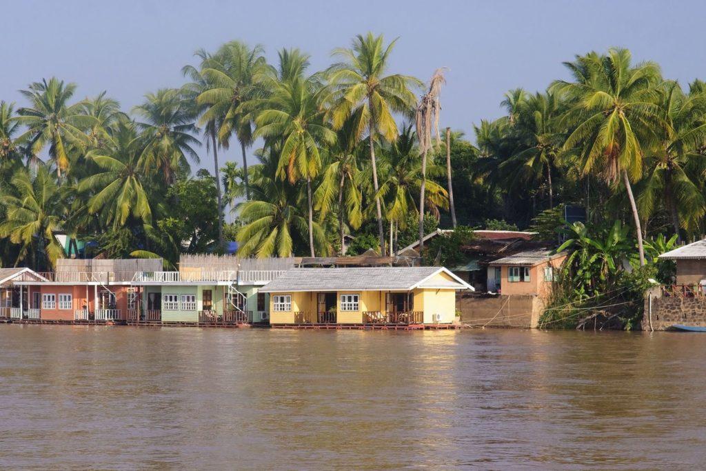 Chaty na řece Mekong na ostrově Don Khon v Laosu | rstelmach/123RF.com