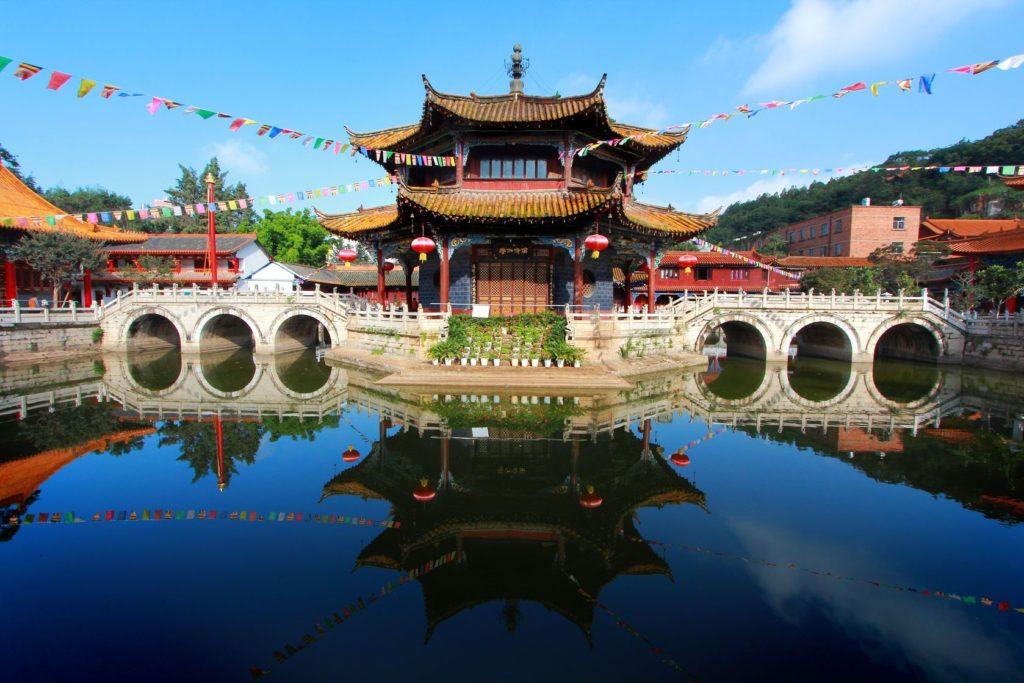Chrám Yuantong v čínském městě Kunming | happystock/123RF.com