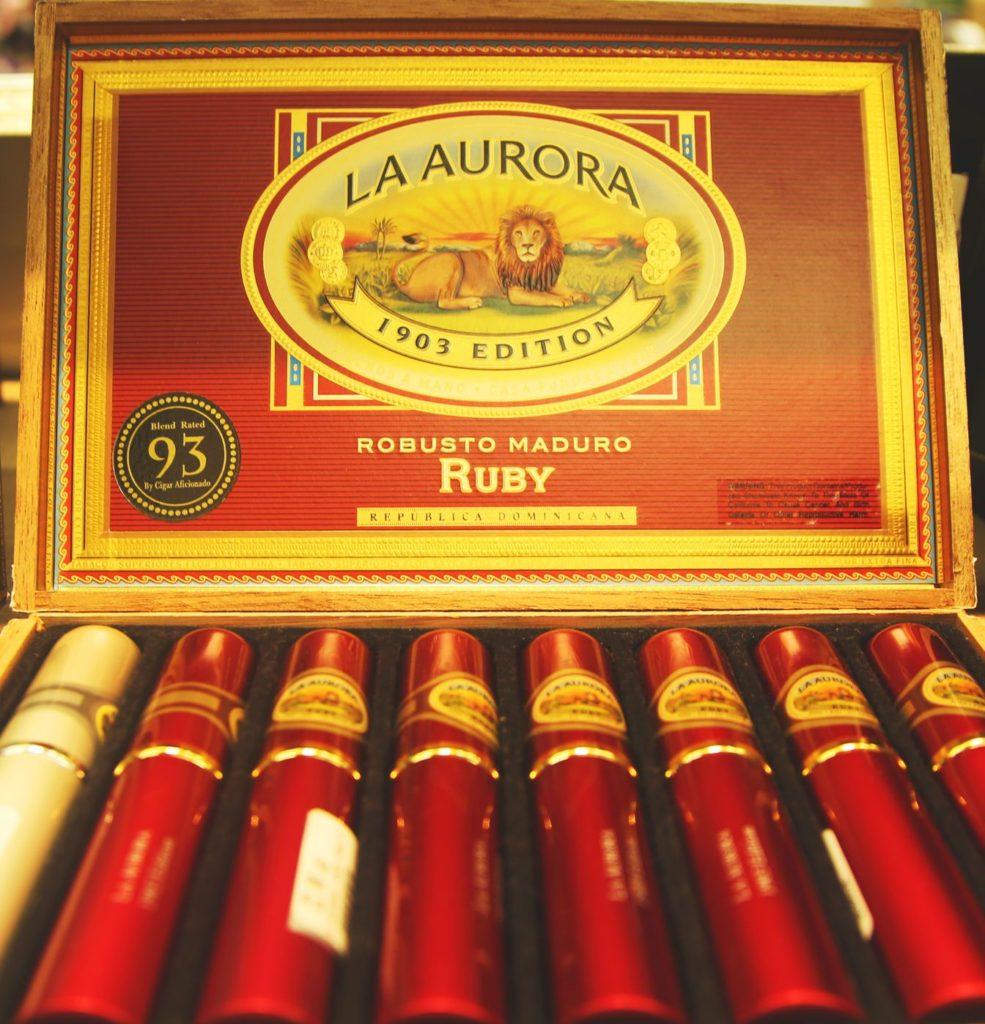 Doutníky z La Aurora Cigar Factory v Dominikánské republice | zhukovsky/123RF.com