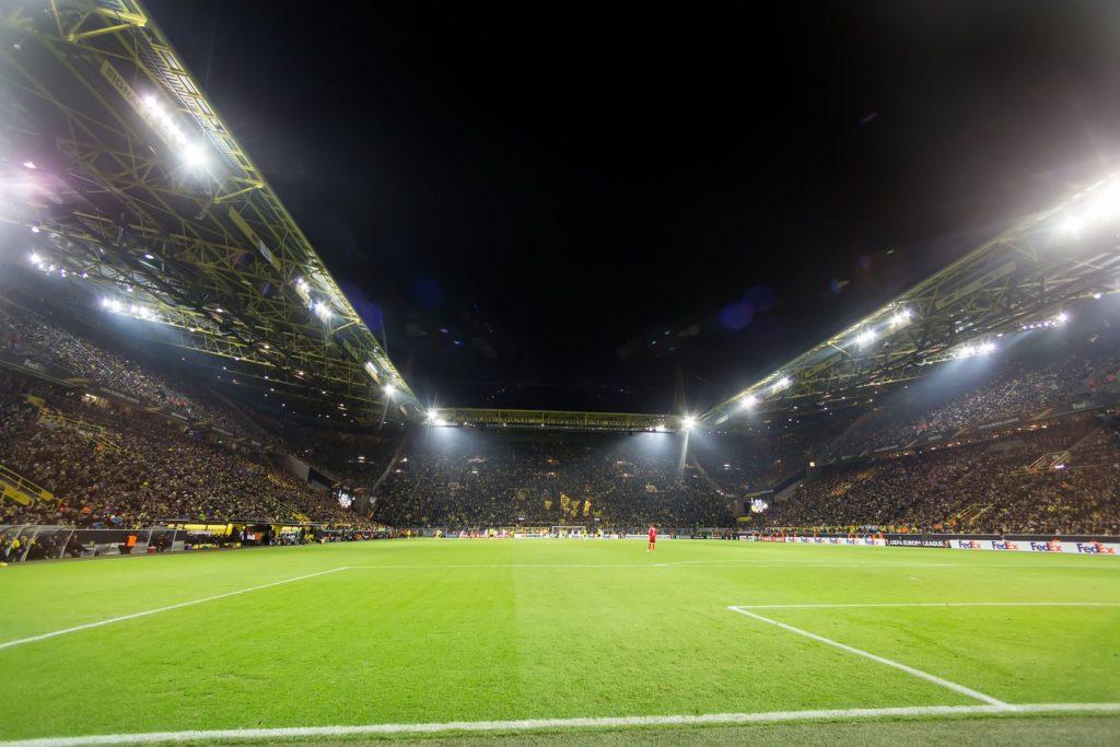 Fotbalový stadion Signal Iduna Park v Dortmundu | ververidis/123RF.com