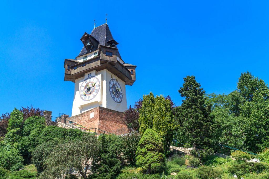 Hodinová věž na hradním vrchu Schlossberg v Grazu | zechal/123RF.com