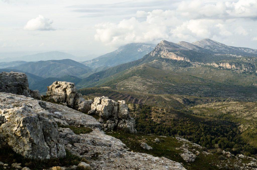 Horská krajina v Národním parku Gennargentu na Sardinii | marmo81/123RF.com